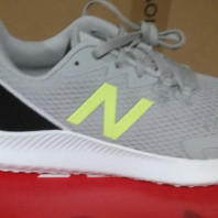 Grossiste BASKETS NEW BALANCE  (running ,sneakers...)